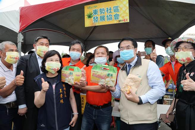 不受疫情的影響,2020鳳梨好筍季仍在台南市關廟區大潭埤旺萊公園揭開序幕。(市府提供/洪榮志台南傳真)