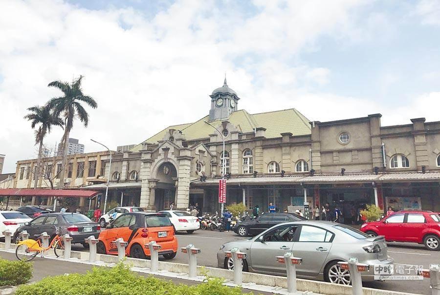圖為融合巴洛克與哥德式古典建築風格的新竹火車站。(資料照片 陳育賢攝)