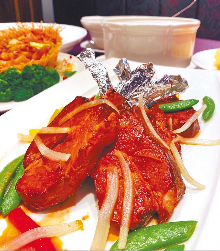 福容大飯店台北二館在母親節檔期推出豐富的10道式外帶桌菜。(福容大飯店提供)