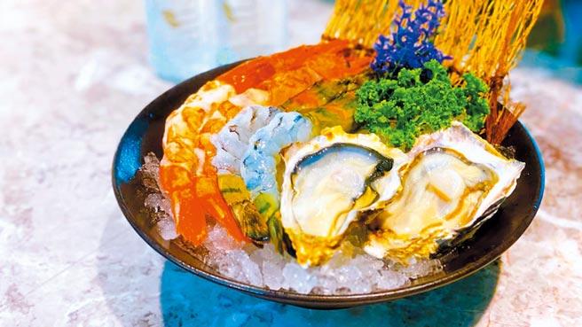 現場用餐並在官方粉絲團打卡按讚,再送特選海鮮拼盤。(佐賀野仁提供)