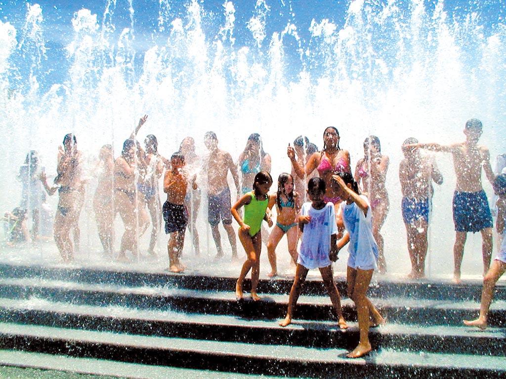 根據中央氣象局統計資料顯示,自1947年有完整氣象紀錄以來,台灣氣象史上最熱前10名幾乎都在21世紀。(本報資料照片)