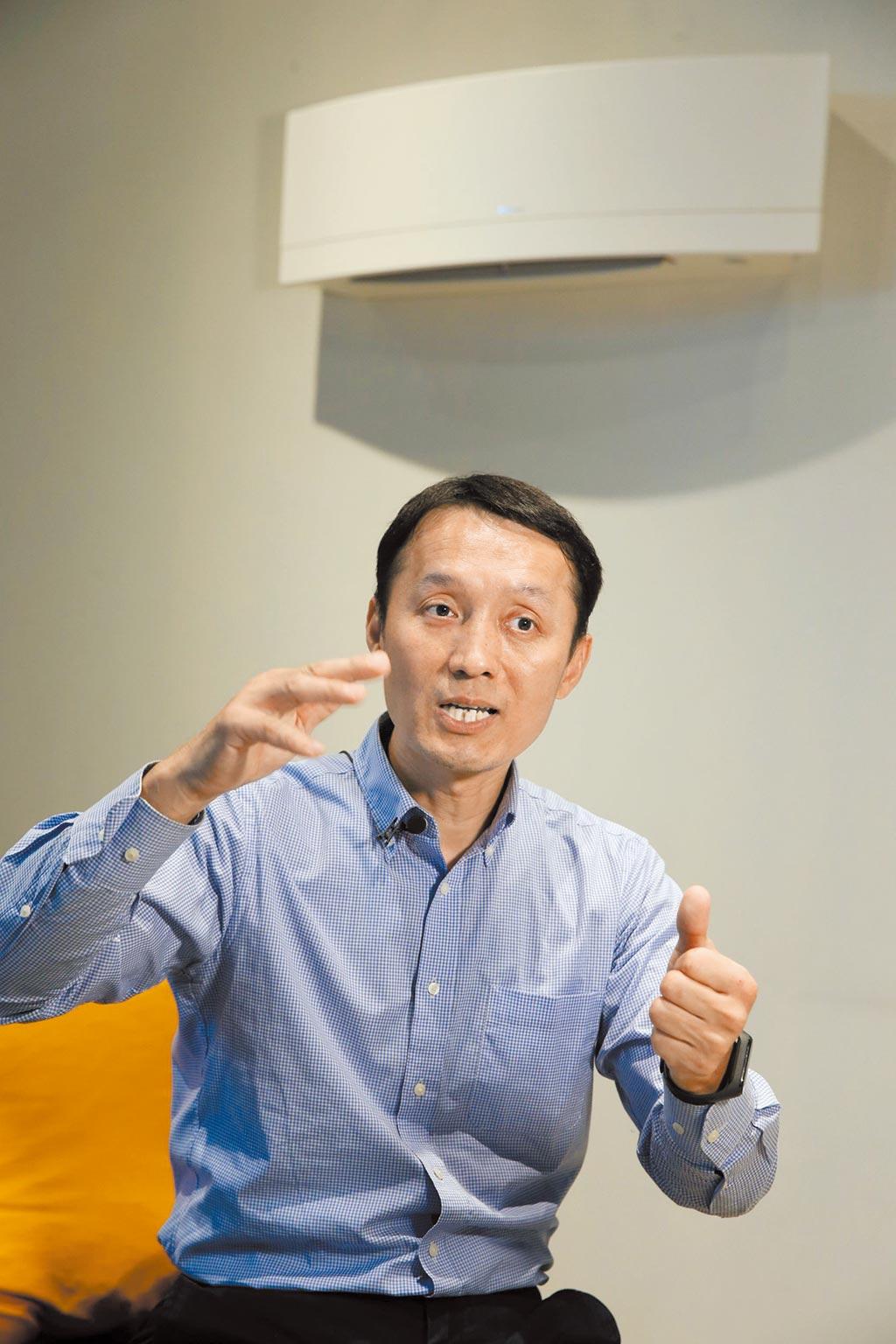和泰興業營運長黃海清表示,不管是空調或空氣清淨機,適當噸數及效能才能發揮機器最大的效益。(王英豪攝)