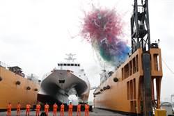 海巡首艘雙船體「安平艦」下水 可攜雄二、雄三飛彈