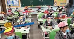 杭州小學生頭戴「一米帽」保持社交距離 網笑:百官上朝
