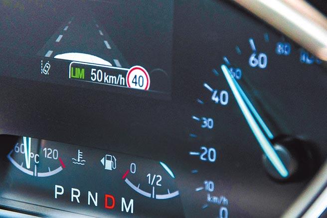 LIM限速模式下,TSR辨識號誌為限速40km/h,設定容差值為10km/h、最高車速50km/h,當時車速約50km/h。(陳大任攝)