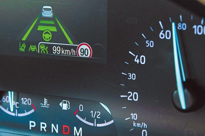 iACC模式下,TSR辨識號誌為限速90km/h,設定容差值為9km/h,因為正執行跟車,實際速度約為72km/h。(陳大任攝)