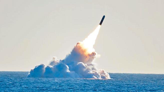 巨浪-3是大陸研製中的第三代洲際潛射彈道飛彈。(截圖自YouTube)