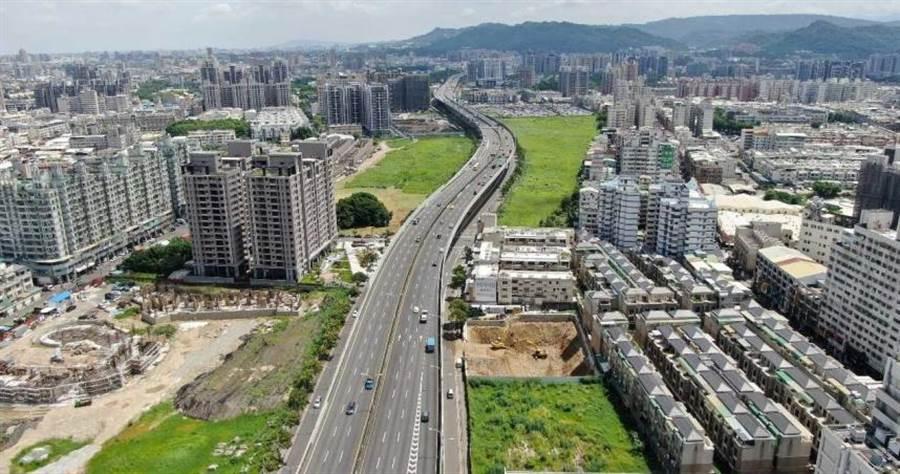 74號快速道路通車後,帶動沿線地價與房價穩步上漲。(圖/台中市政府)