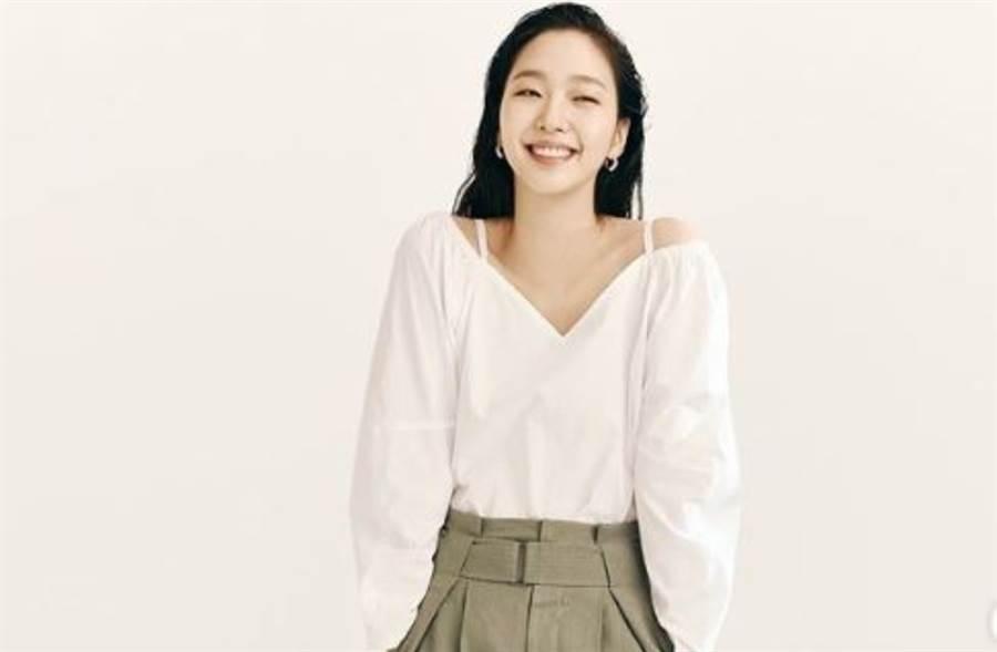 韓國女星金高銀在戲劇《永遠的君主》中展現高級感穿搭。(圖/IG@Ggonekim)