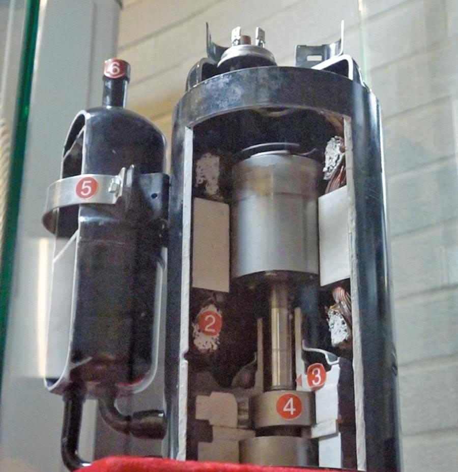 大金以釹磁鐵製作壓縮機馬達,摩擦系數跟能效更高。 (王英豪攝)