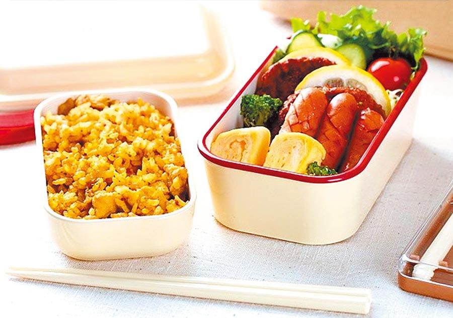 樂天市場的日本製Ibplan雙層便當盒,原價1708元,特價1004元。(樂天市場提供)