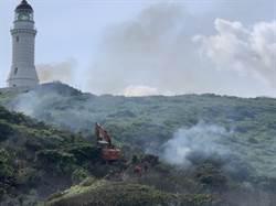 彭佳嶼發生火燒島意外 消防人員首度搭直升機跨海滅火