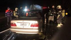楊梅國道火燒賓士車  2乘客機警逃生