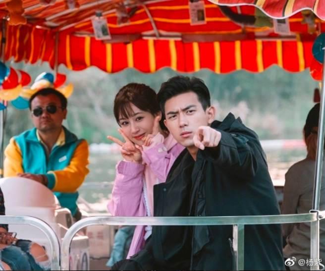 2019年的甜寵劇《親愛的,熱愛的》開播後,引起超高熱度討論,楊紫也變成大陸近年當紅花旦之一。(圖/ 摘自微博)