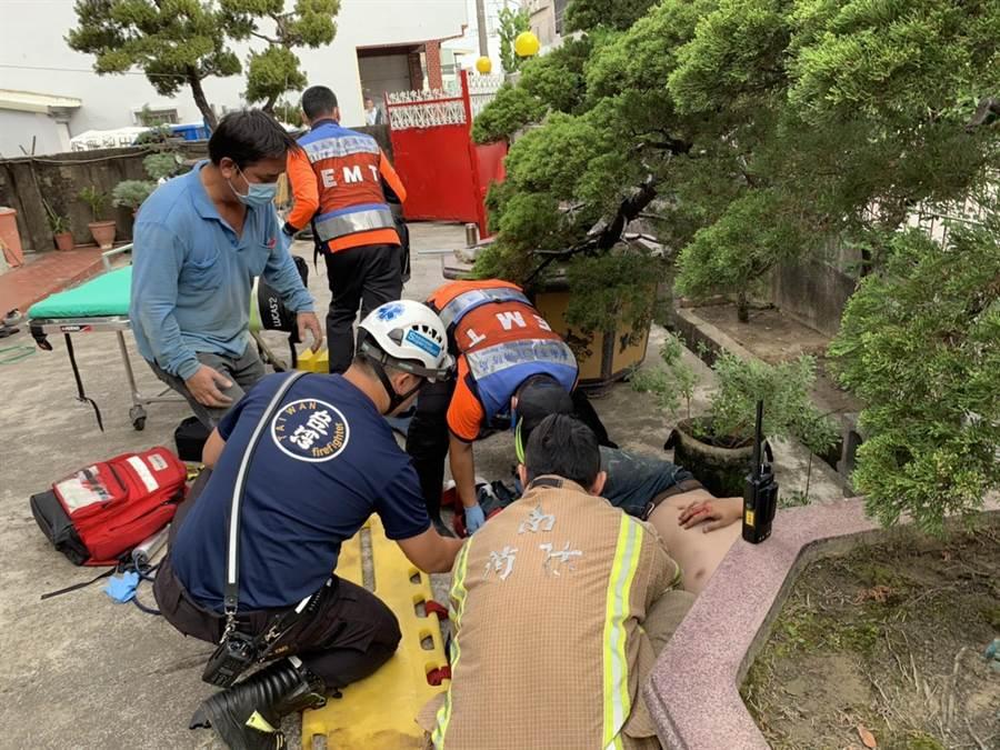 台南市新化區傳施工意外,2名工人墜樓,其中1人現場無呼吸心跳,另1人處骨折,已送醫搶救。(翻攝相片/劉秀芬台南傳真)