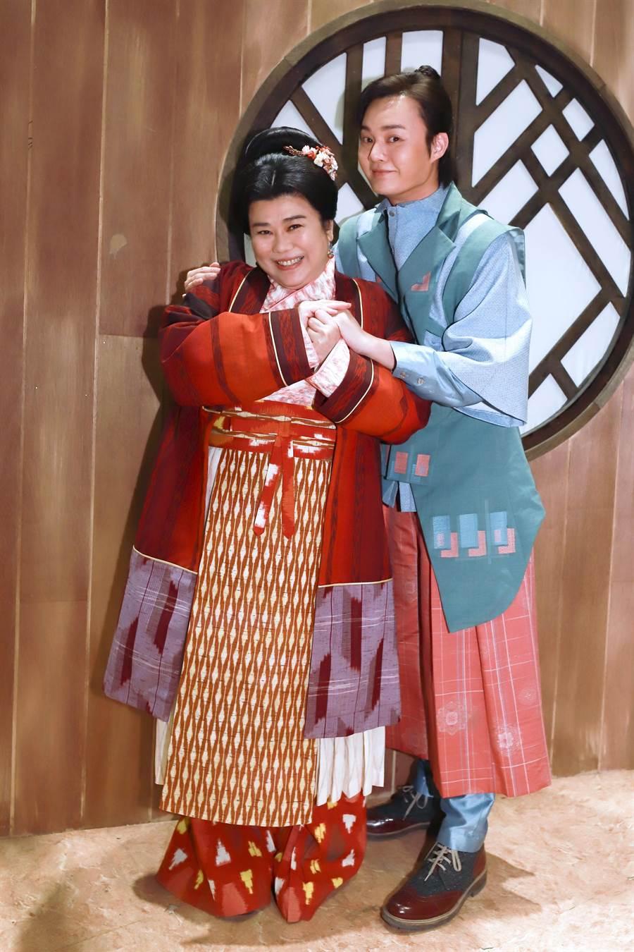 林美秀開心跟許富凱搭檔演母子檔。(民視提供)