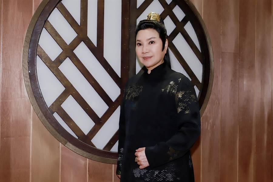 《孟婆客棧》製作人唐美雲,更挑梁演出客棧的老闆。(民視提供)