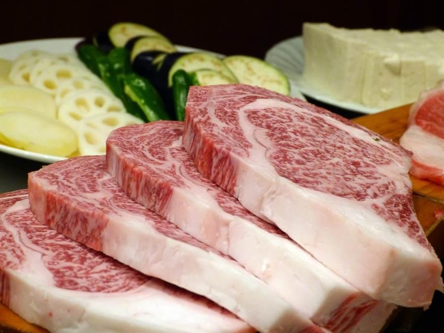 日本和牛神戶牛,以物稀價昂著稱。分布均勻的油花烹調後,豐厚的脂肪讓肉質細膩、入口即化。(圖片來源:pixabay)
