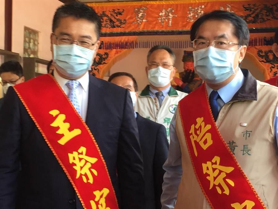 台南市長黃偉哲(右)今天再被問到1968APP,面對中央承諾精進,他態度也軟化,期待該系統精確掌握人流,不要錯殺地方。(曹婷婷攝)