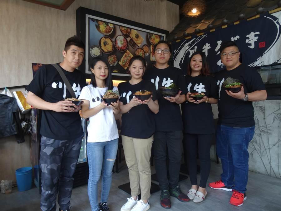 創立於2017年的平價牛丼店「川牛木石亭」,疫情爆發後業績影響不大,並且持續推展加盟。(馮惠宜攝)