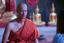 泰國人氣鮮肉變身帥和尚 袈裟遮不住大肌肌!