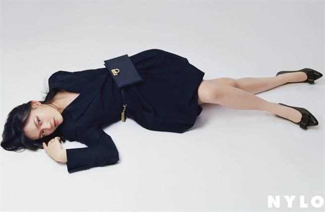 年僅16歲女演員文淇長相空靈有個性。(圖/摘自微博@NYLON_CHINA )