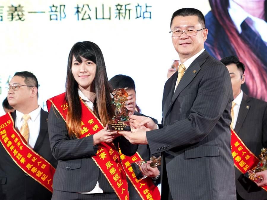 李惠娟自入行一年後,每年的年薪皆超過百萬。