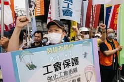 五一勞動凱道集合 高呼「勞權不能少,我要公會罩」