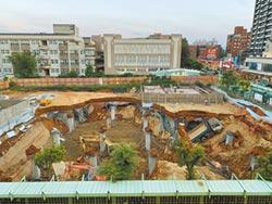 工地崩塌破大洞 工人遭活埋