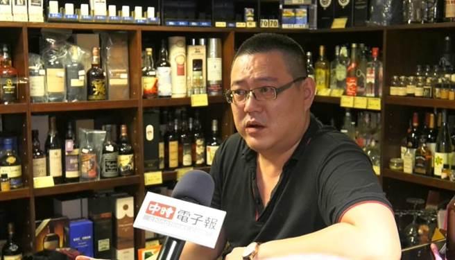 「豆花哥」李政輝接受《中時電子報》專訪,分享人生最痛的領悟。(照片/邱子軒 拍攝)