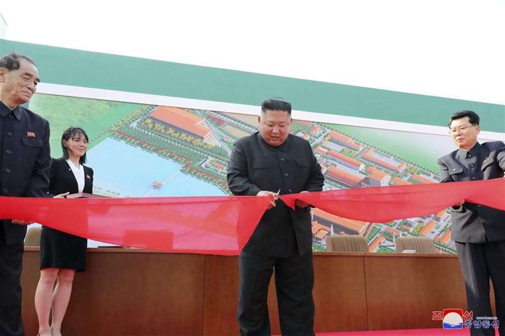 北韓最高領導人金正恩在神隱20多日後,終於出席公開活動,一掃全球在這段期間以來各種關於他已病危或成為植物人等各種謠言。(美聯社)