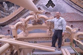 廟頂上的神話故事  拱起巍峨廟堂骨幹榮登彰化縣文化資產保存技術