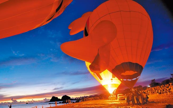 熱氣球光雕音樂會結合三仙台迎曙光,把熱氣球玩到極致。(莊哲權攝)