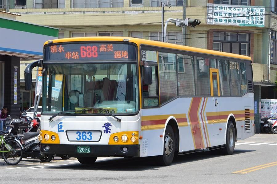 台中市運行假日限定688路公車,載送自由行旅客遊賞海線各大景點。(台中市觀旅局提供/王文吉台中傳真)