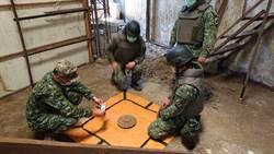 未爆彈?台南安平民宅小土堆 驚現圓形鐵盤