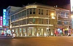 屏東市大和旅社亮燈好吸睛 一樓咖啡廳試營運