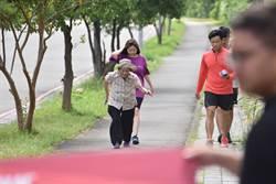 「跑者爭霸賽」 80歲阿嬤輕鬆完賽