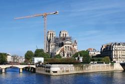 巴黎聖母院多災多難