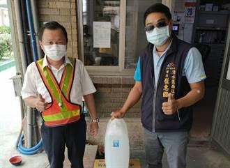 熱心里長送防疫物資 助清水火車站消滅病菌