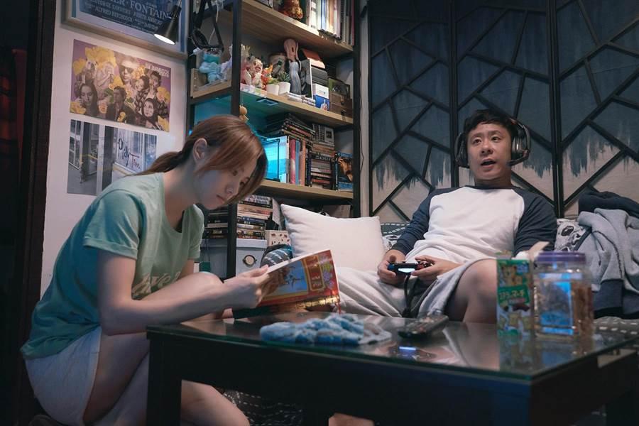 朱栢康(右)與鄧麗欣在片中飾演一對論及婚嫁的男女朋友。(采昌國際多媒體提供)