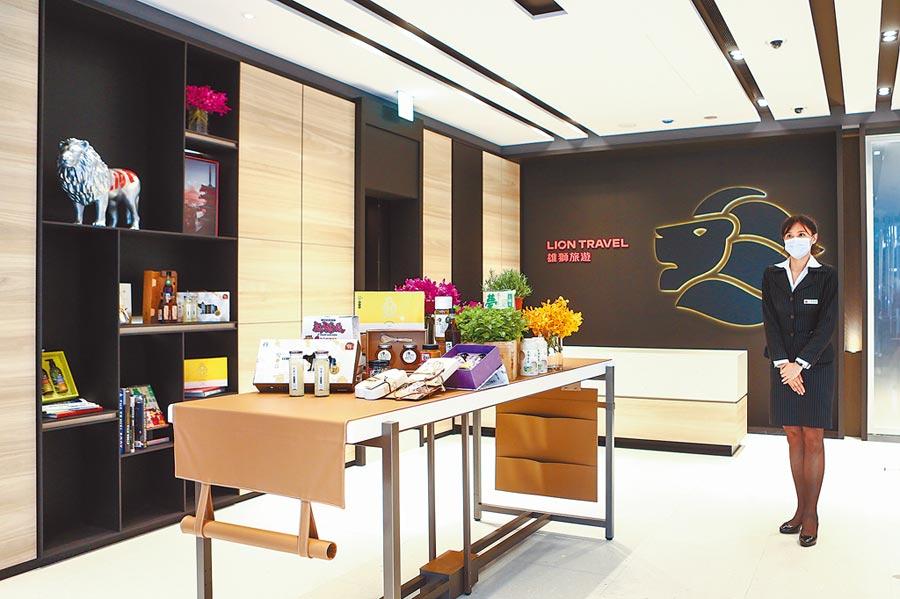 雄獅旅遊斥資上億元,在台北東區打造旗艦概念館,店內展示花卉生鮮、農業精品,成為「台灣粉」的推廣基地。攝影/鄧博仁