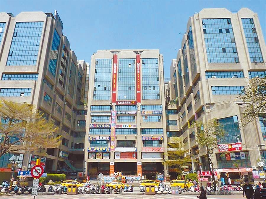 台中市東協廣場是外籍移工假日聚集消費的地方。(台中市政府提供/陳世宗台中傳真)