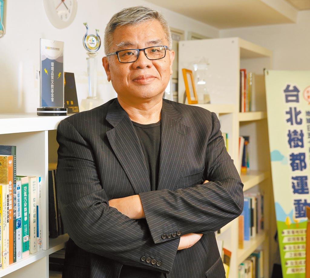 環境品質文教基金會董事長謝英士表示,全球目前僅英國、墨西哥及台灣等3國有「溫室氣體減量管理法」。(王英豪攝)