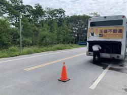 公車拋錨 駕駛路中修車險象環生