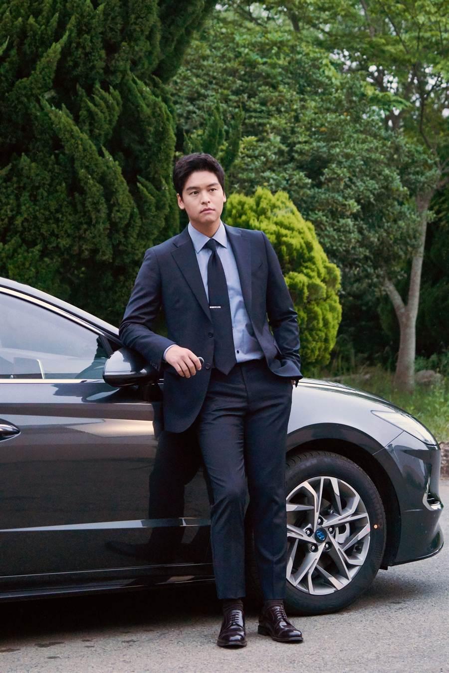 李章宇在《優雅的家》飾演三流律師。(中天提供)