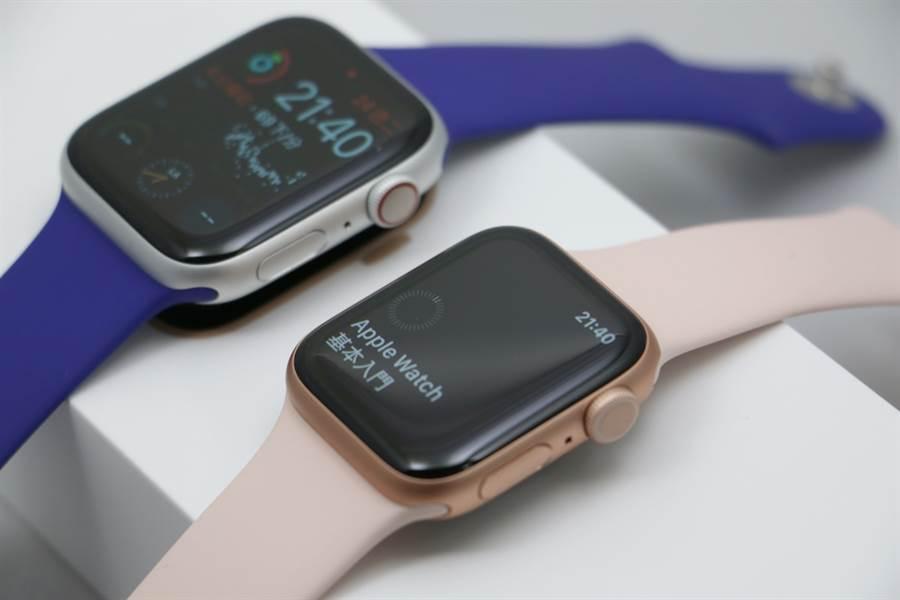 Apple Watch Series 5(右,40mm,GPS款式)對比Apple Watch Series 4(44mm,eSIM款式)。(黃慧雯攝)