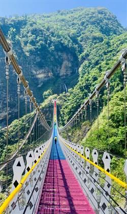 信義鄉雙龍瀑布七彩吊橋 啟用時間確定還要再延後