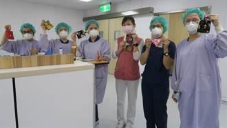 彰化醫院大學姐製口罩收納袋 送老戰友與學弟妹