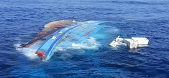 漁船遭擦撞翻覆8人落海 海巡馳援追捕一夜逮禍首