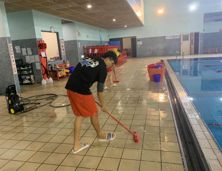 台中市國民運動中心附設的游泳池正常開放,每周擇1日封館擴大消毒。(台中市運動局提供/王文吉台中傳真)